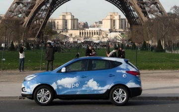 Fuel Cell Taxi in Paris 02