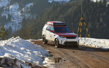 Land Rover Discovery Project Hero 10