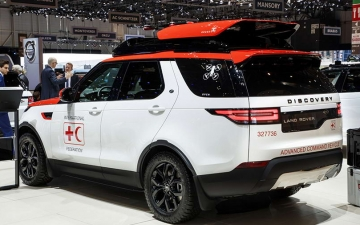 Land Rover Discovery Project Hero 15
