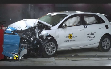 Hyundai i30 crash test  10
