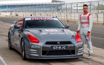 PlayStation controlled Nissan GT R 10