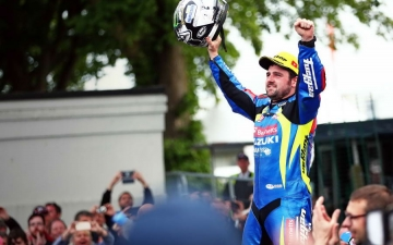 SUZUKI WINS SENIOR TT 11
