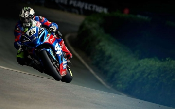 SUZUKI WINS SENIOR TT 12