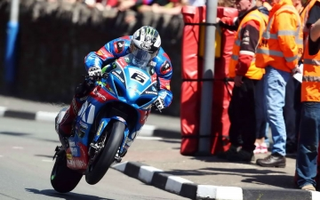 SUZUKI WINS SENIOR TT 13