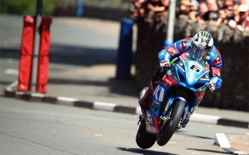 SUZUKI WINS SENIOR TT 15