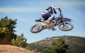 MJC_action_YZ125_004