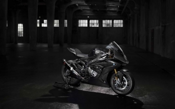 BMW HP4 RACE 01