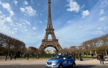 Fuel Cell Taxi in Paris 01