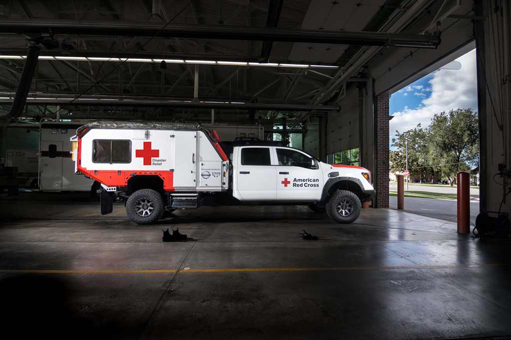 Nissan_TITAN_Red_cross_ 04