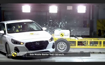 Hyundai i30 crash test  11