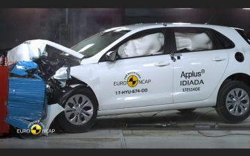 Hyundai i30 crash test  13