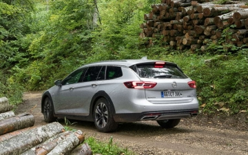 Opel Insignia Country Tourer 02