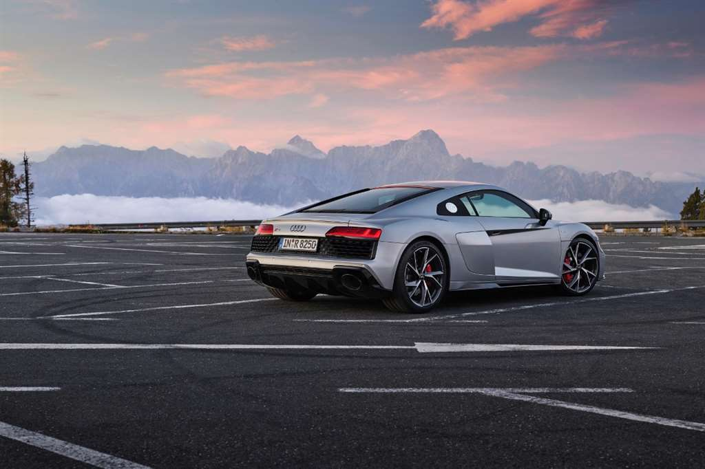 AUDI R8 V10 RWD COUPE_04