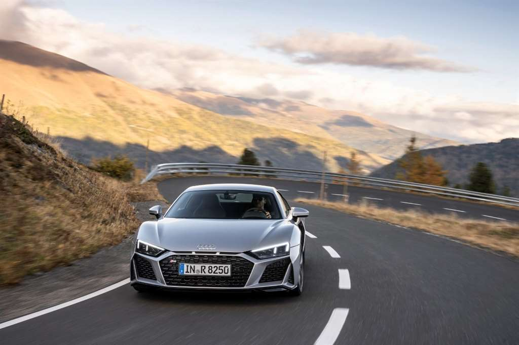 AUDI R8 V10 RWD COUPE_07