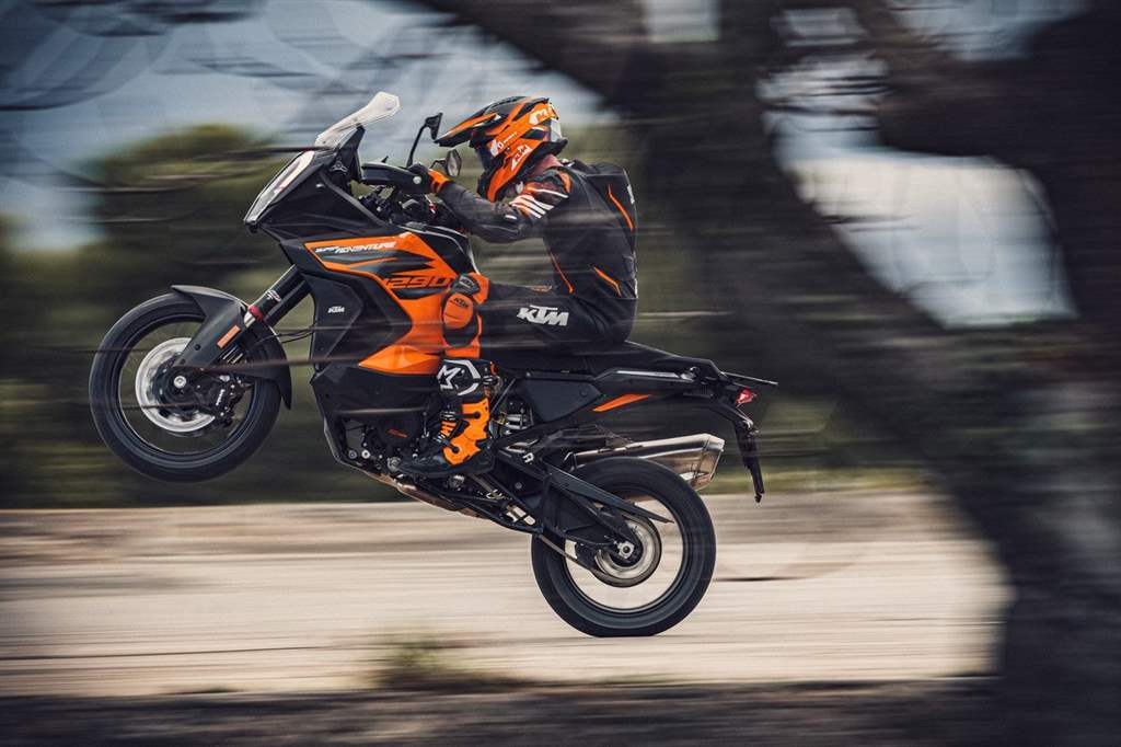 KTM 1290 SUPER ADVENTURE S_Action (1)