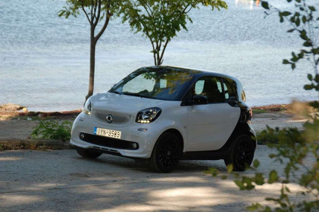 Οδηγούμε Smart Fortwo urban shadow 0.9T 90ps