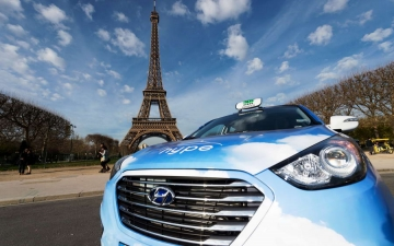 Fuel Cell Taxi in Paris 03