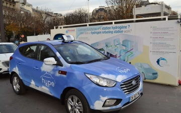 Fuel Cell Taxi in Paris 04