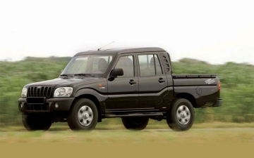 Mahindra GOA Pick Up 11