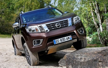 Nissan Navara heads rebell rally 18