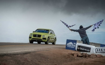 Bentley Bentayga Pikes Peak 10