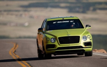 Bentley Bentayga Pikes Peak 11