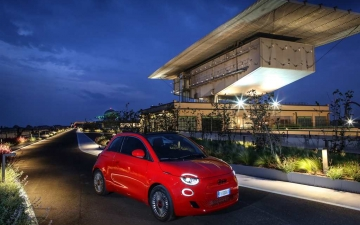 01_New Fiat 500 (RED)
