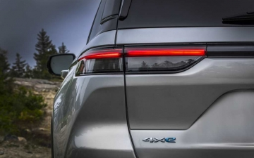 11_All-new 2022 Jeep® Grand Cherokee Trailhawk 4xe
