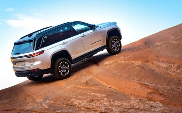 2_All-new 2022 Jeep® Grand Cherokee Trailhawk 4xe