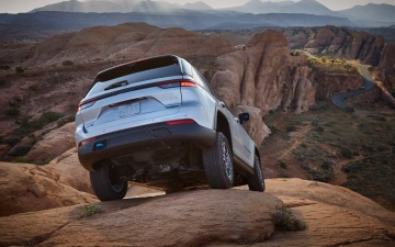6_All-new 2022 Jeep® Grand Cherokee Trailhawk 4xe