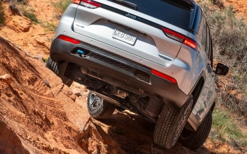 8_All-new 2022 Jeep® Grand Cherokee Trailhawk 4xe