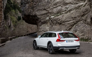 V90 CROSS COUNTRY 23
