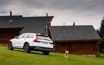 V90 CROSS COUNTRY 24