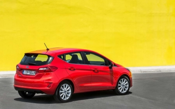 Ford Fiesta woman' s car 14