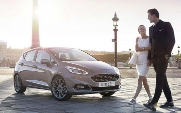 Ford Fiesta woman' s car 16