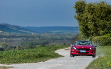 Fiat 124 Spider sweeps France 17
