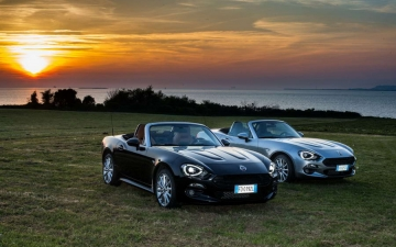 Fiat 124 Spider sweeps France 31