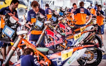 Mechanics Red Bull KTM Factory Racing Bivouac Dakar 2017 23 25