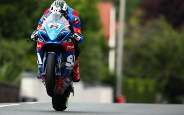 SUZUKI WINS SENIOR TT 14