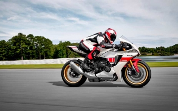 2022_YAM_YZF1000R1SV1_EU_SW_ACT_005_03_preview