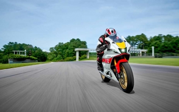 2022_YAM_YZF700R7SV_EU_SW_ACT_001_03_preview