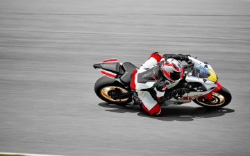 2022_YAM_YZF700R7SV_EU_SW_ACT_002_03_preview