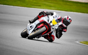 2022_YAM_YZF700R7SV_EU_SW_ACT_004_03_preview