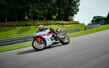 2022_YAM_YZF700R7SV_EU_SW_ACT_006_03_preview