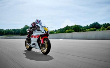 2022_YAM_YZF700R7SV_EU_SW_ACT_007_03_preview