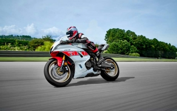 2022_YAM_YZF700R7SV_EU_SW_ACT_008_03_preview