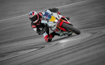 2022_YAM_YZF700R7SV_EU_SW_ACT_009_03_preview